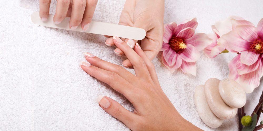 Тщательная обработка ногтей перед процедурой