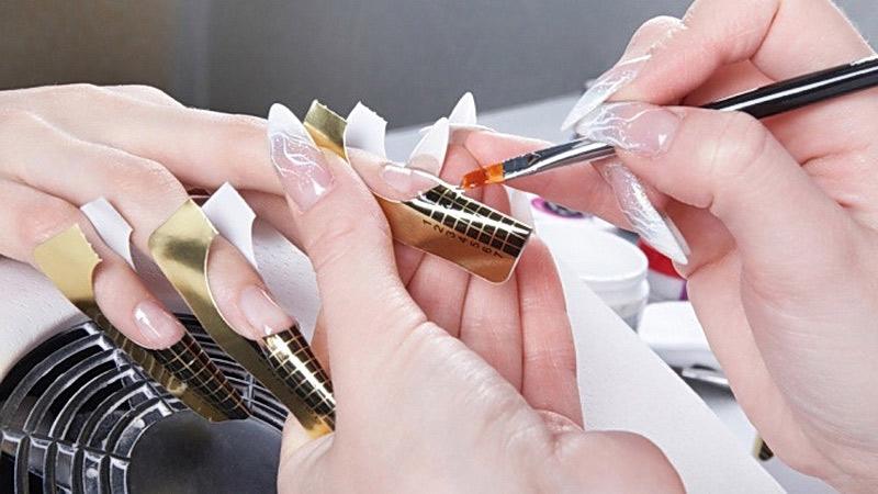 Наращивание ногтей акрилом