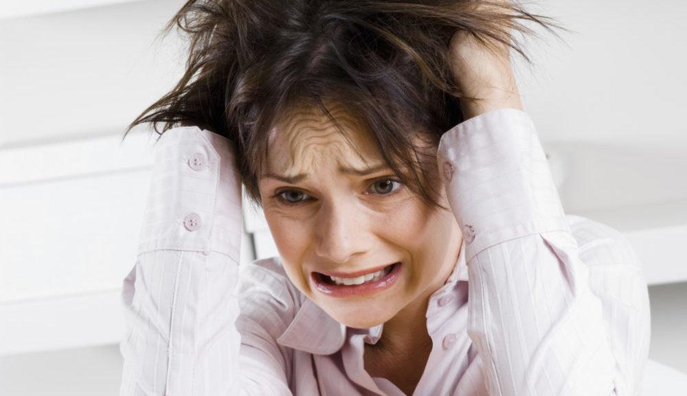 Сильный стресс - причина появления полосок на ногтях
